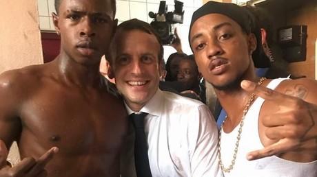 La photographie d'Emmanuel Macron à Saint-Martin, dont l'origine n'a pas été authentifiée, diffusée sur Twitter.