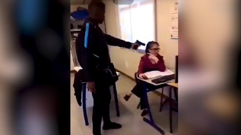 professeur francais baiser en france