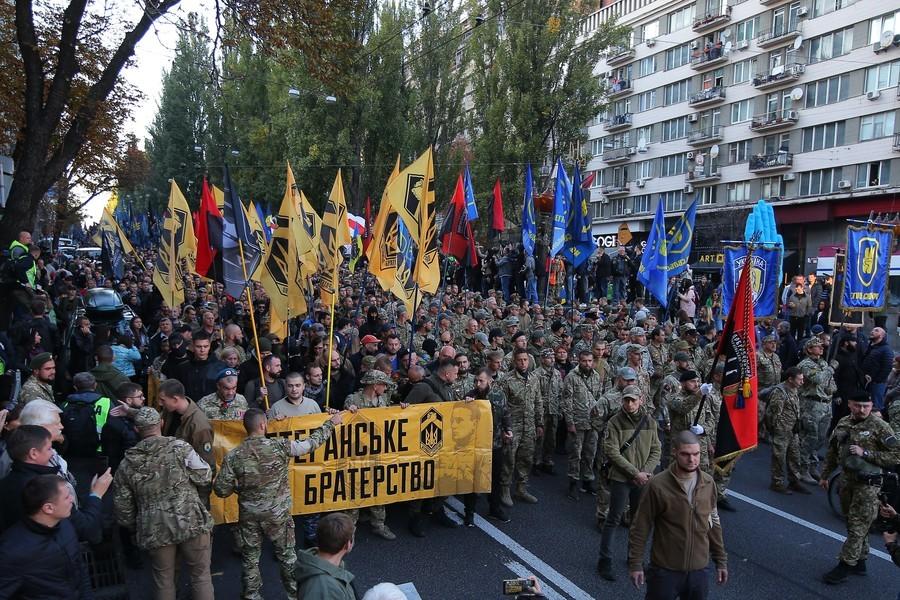 «Mort aux Moscovites !» : une manifestation réunit 15 000 ultra-nationalistes à Kiev (VIDEO)