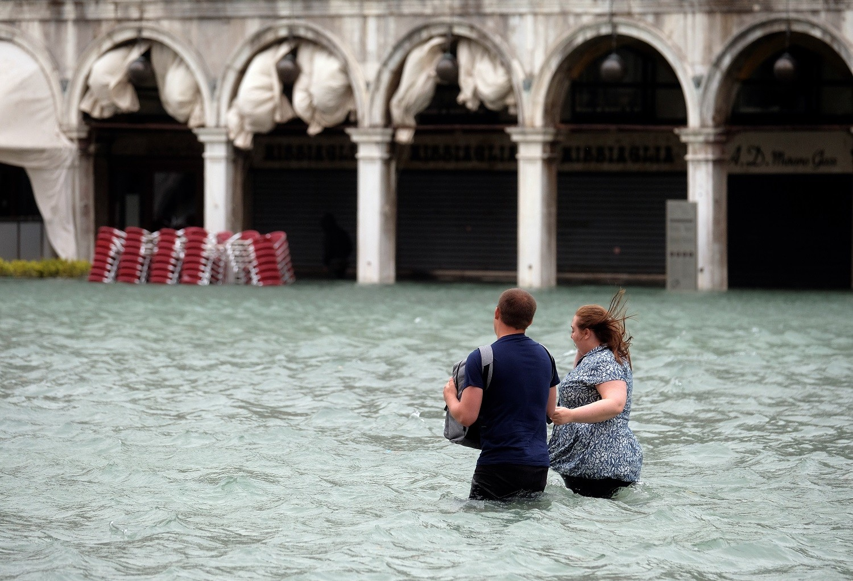 Des inondations historiques plongent Venise sous l'eau (PHOTOS, VIDEO)