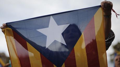 Catalogne : des militants indépendantistes bloquent des routes et une voie de train (PHOTOS, VIDEOS)