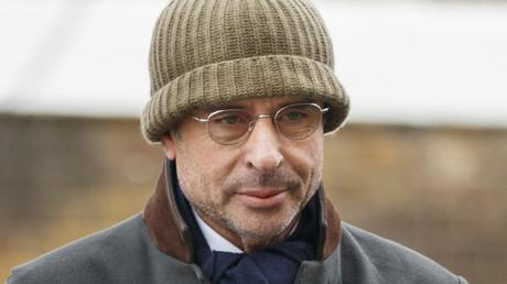 L'homme d'affaires franco-algérien Alexandre Djouhri arrive à un commissariat de police à Londres, le 13 janvier 2018.