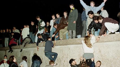 28 ans après la réunification, «l'unité allemande n'est pas encore accomplie», selon Merkel