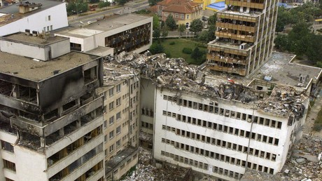 Image d'illustration : le bureau de poste de Pristina, au Kosovo, détruit par un bombardement de l'OTAN, le 15 juin 1999