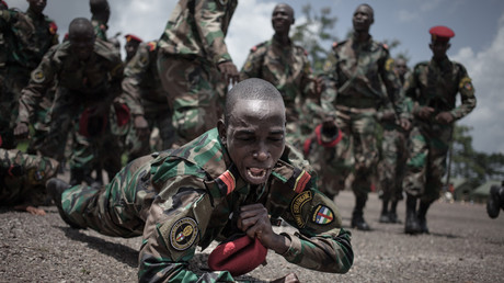 Les nouvelles recrues des Forces armées centrafricaines (FACA) célèbrent leur reclassement à Berengo, le 4 août 2018 (image d'illustration).