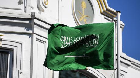 Drapeau de l'Arabie Saoudite flottant devant l'ambassade saoudienne à Istanbul, le 10 octobre 2018 (image d'illustration).