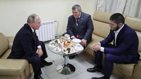MMA : Poutine félicite Khabib et donne son avis sur la bagarre qui a suivi le combat (VIDEO)