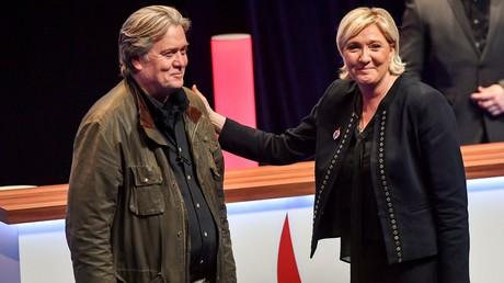 Marine Le Pen et Steve Bannon en mars 2018 lors d'une précédente rencontre au congrès du Front national à Lille.
