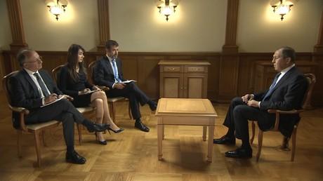 Sergueï Lavrov interviewé par Yves Thréard, Xenia Fedorova et Régis Le Sommier le 12 octobre 2018 à Moscou.