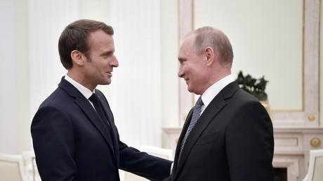 Le président français Emmanuel Macron et le président russe Vladimir Poutine, le 15 juillet 2018 (image d'illustration).