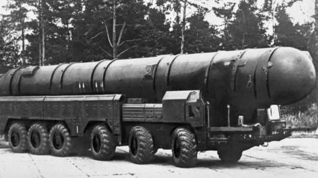 Un missile de moyenne portée SS-20 de fabrication soviétique.