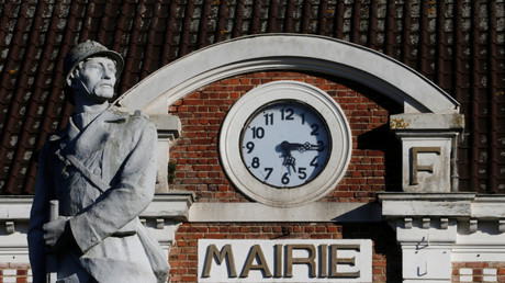 L'éveil, sculpture de Jules Delvienne, présentant un Poilu sur le monument aux morts de Gouzeaucourt, le 4 octobre 2018 (image d'illustration).