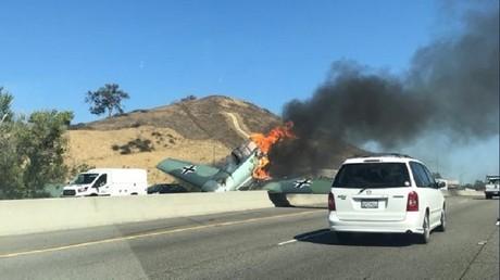 Etats-Unis : un avion aux couleurs de la Luftwaffe s'écrase sur une autoroute californienne (IMAGES)