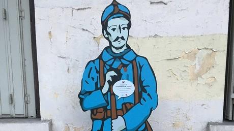 Une silhouette de poilu installée à Clichy le 16 octobre.