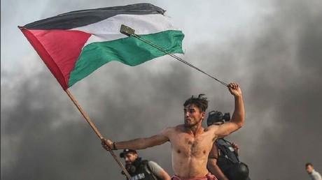 Photo prise par Moustafa Hassouna de l'agence turque Anadolu, montrant un jeune Gazaoui en lutte contre le blocus israélien (image d'illustration).