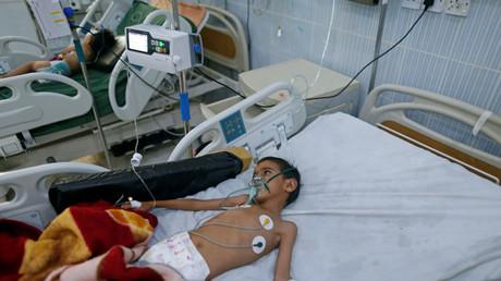 Un enfant souffrant de diphtérie dans un hôpital à Sanaa, au Yémen, le 21 octobre 2018 (image d'illustration).