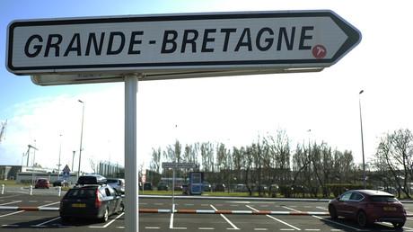 Un panneau de signalisation à proximité du tunnel sous la Manche.