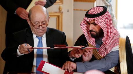 Le ministre de Affaires Jean-Yves Le Drian et le prince Badr Ben Abdullah Al Saud à l'Elysée, le 10 avril (image d'illustration).