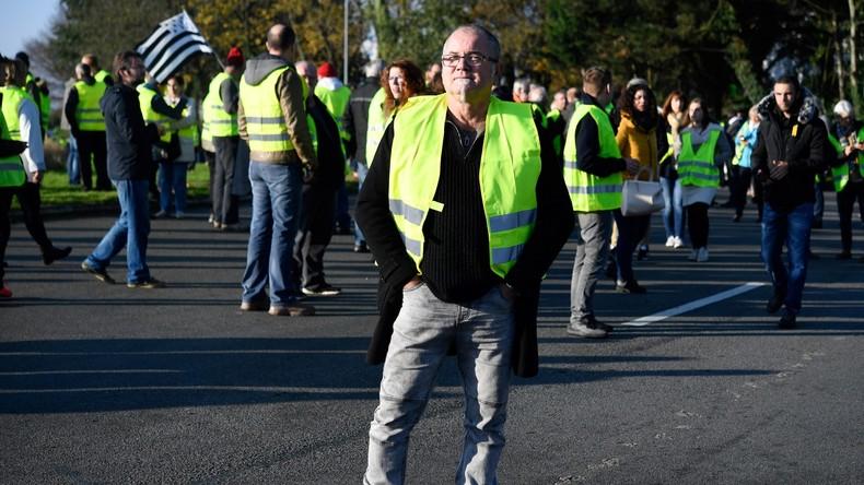 «Vous êtes un petit poujadiste !», le sous-préfet du Finistère insulte un gilet jaune (VIDEO)