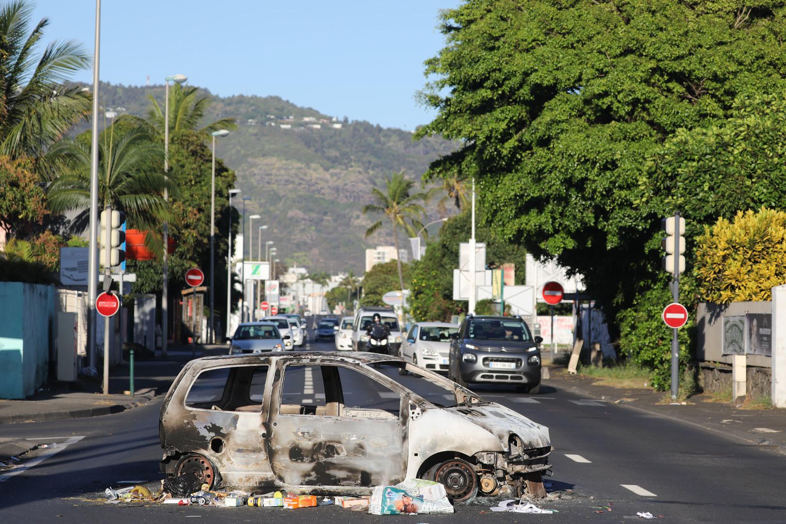 «Gilets jaunes» : couvre-feu instauré à La Réunion après des violences en marge de la mobilisation