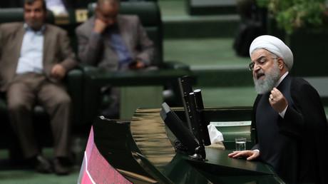 Le président iranien Hassan Rohani prend la parole lors d'une session du Parlement à Téhéran, le 27 octobre 2018.