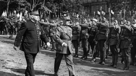 De Mélenchon à Philippot, Macron vertement critiqué pour son hommage au «grand soldat» Pétain
