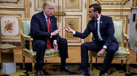Le président américain Donald Trump et le président français Emmanuel Macron se rencontrent au palais présidentiel de l'Elysée dans le cadre de la cérémonie commémorative de l'Armistice du 11 novembre, cent ans après la fin de la Première Guerre mondiale, à Paris (France), le 10 novembre 2018.