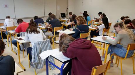Vers des classes de plus en plus surchargées, en face de professeurs de plus en plus précaires ? (Image d'illustration)