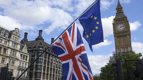 Les drapeaux du Royaume-Uni et de l'Union européenne lors d'une manifestation contre le Brexit organisée à Londres, le 9 septembre 2017 (image d'illustration).