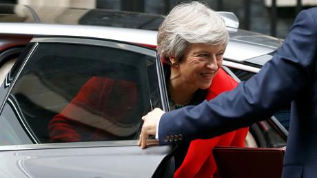 Theresa May en difficulté après un projet d'accord sur le Brexit.