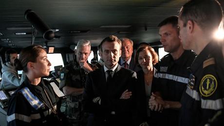 Macron, chef de guerre de carton