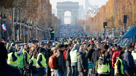 Le rassemblement des Gilets jaunes aux Champs-Elysées