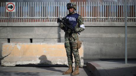 Un soldat américain garde la frontière avec le Mexique le 21 novembre 2018.