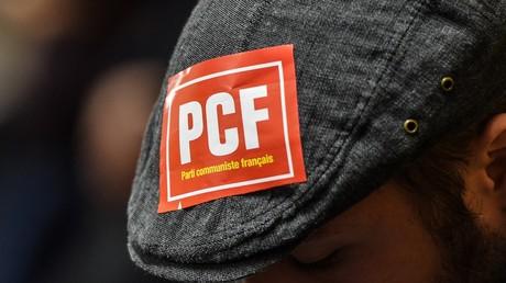 Un militant du parti communiste français (PCF), le 3 mars 2017 à Lille.