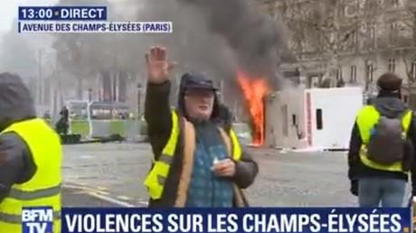 Capture d'écran d'une séquence diffusée par BFM TV lors de la manifestation parisienne du 24 novembre organisée par les Gilets jaunes.