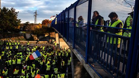 Gilets jaunes : Emmanuel Macron, «président du déclassement»