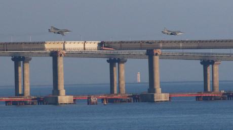 Des jets russes survolent le pont qui connecte la péninsule de Crimée au reste de la Russie, (image d'illustration)