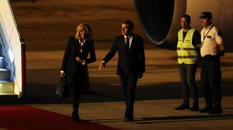 Insolite : Emmanuel Macron accueilli en Argentine par... des gilets jaunes (VIDEO)