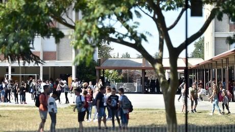 Gilets jaunes : des lycées bloqués dans plusieurs villes de France (IMAGES)