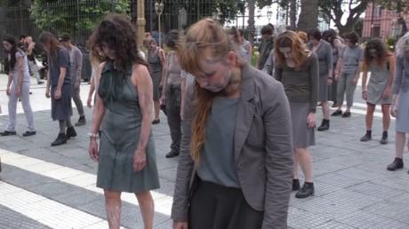 Des zombies sortent de leurs tombes à Buenos Aires… pour protester contre le G20