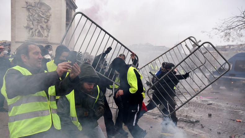 Suivez la manifestation des Gilets jaunes à Paris en direct (VIDEO)