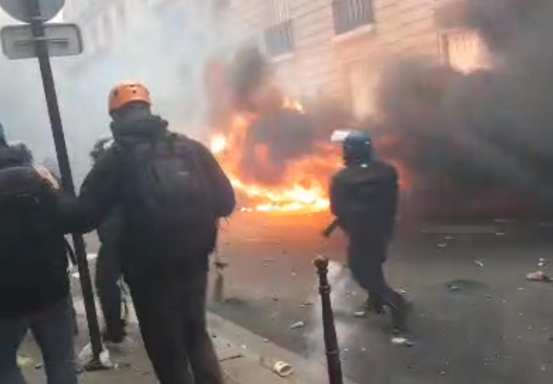 Incendies, casseurs et pillages : débordements en marge du rassemblement des Gilets jaunes (IMAGES)