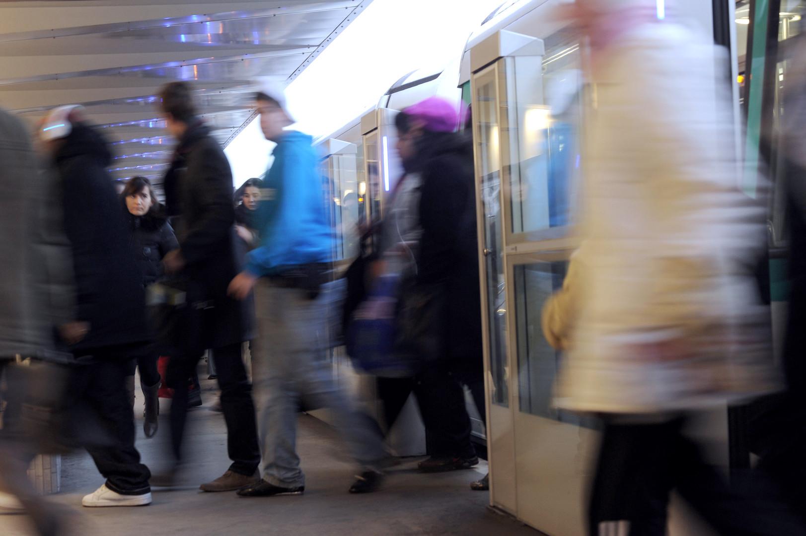 Une jeune femme filme son harceleur en train de se masturber dans le métro parisien, la RATP réagit