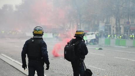 Manifestation des Gilets jaunes sur les Champs-Elysées, à Paris, le 1er décembre 2018.