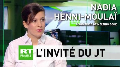 Nadia Henri-Moulaï, journaliste et fondatrice de Melting Book sur le plateau de RT France.