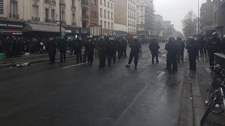 Poubelles et voiture incendiées : une manifestation lycéenne dégénère à Aubervilliers (VIDEOS)