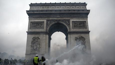 Gilets jaunes : la Belgique recommande à ses ressortissants d'éviter Paris