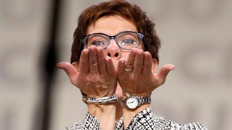 Annegret Kramp-Karrenbauer, nouvelle présidente de la CDU, se rêve déjà future Chancelière d'Allemagne.