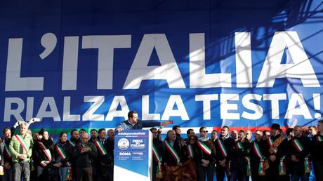 Matteo Salvini réunit des milliers de partisans à Rome dont... des Gilets jaunes