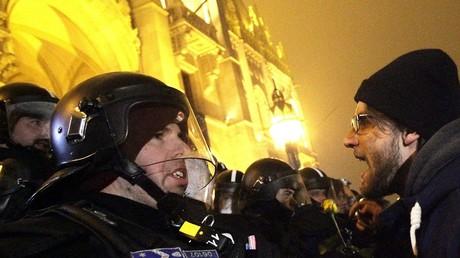 Hongrie : des manifestants dénoncent la création d'un «droit à l'esclavage» devant le Parlement